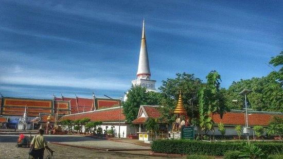 Phra Mahathat Woramaha Wiharn: วัดพระมหาธาตุฯ