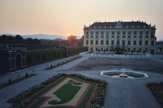 Château de Schönbrunn : Sunset Schonbrunn Palace