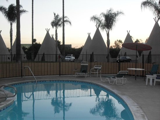 Wigwam Motel: the pool