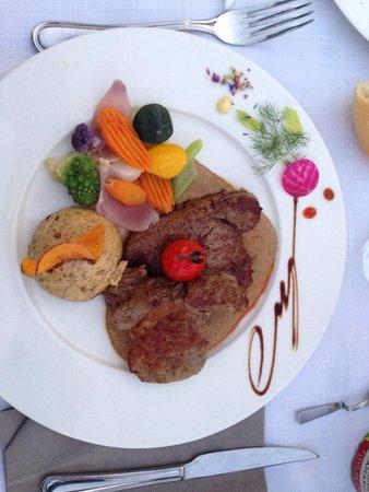 Hotel Restaurant La Pietra : Filetto vitello in salsa funghi