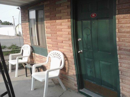 Antler Motel: porch