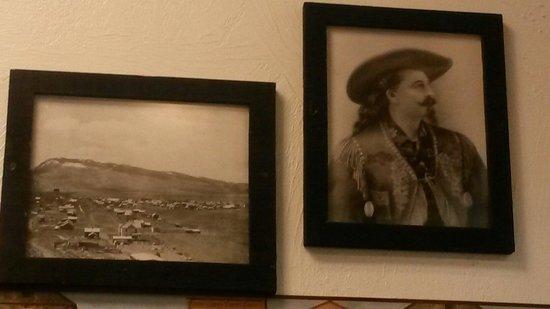 Peters Cafe and Bakery: Alcune delle immagini appese alla parete ovviamente non poteva mancare Buffalo Bill