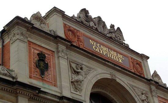 Ny Carlsberg Glyptotek: Outside the museum