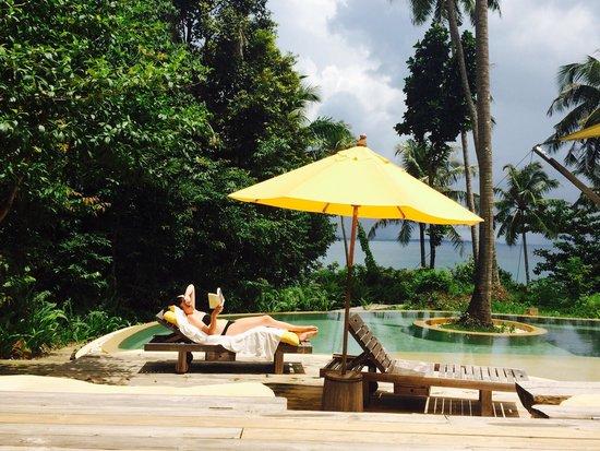 Soneva Kiri Thailand: Piscina privada de la vila con la respectiva playa privada detras
