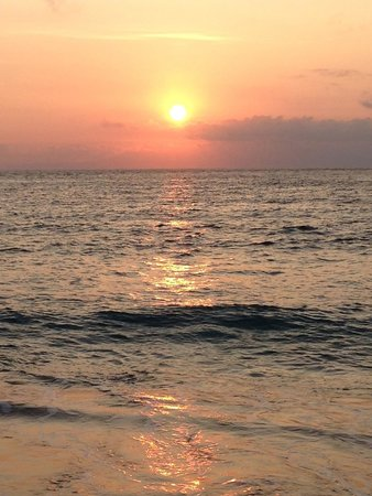 Ayodya Resort Bali: Sunrise on the beach