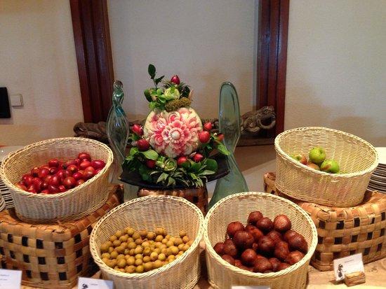 Ayodya Resort Bali: Fresh fruits at breakfast