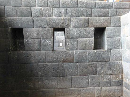 Convento de Santo Domingo: 太陽神殿 (コリカンチャ) 内の精緻な石組み