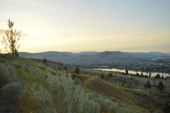 Residence & Conference Centre - Kamloops: The view from outside