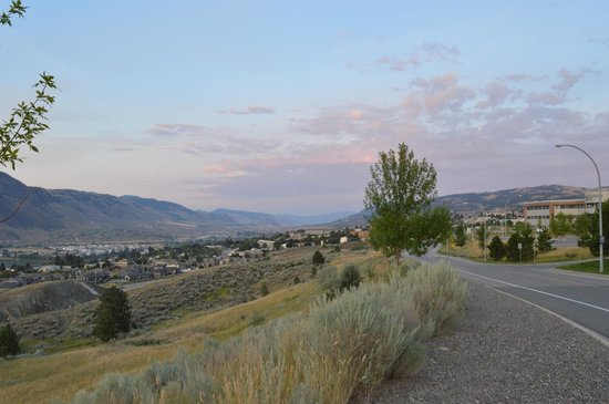 Residence & Conference Centre - Kamloops : The view from outside