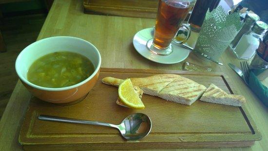 Laila's Bistro: Lemon Lentil & Spinach soup & Cardamon tea