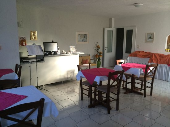 Hotel Rigas: Réception et salle de petit déjeuner
