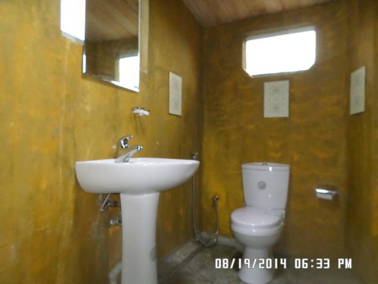 Mount View Hotel : 102 Bath Room