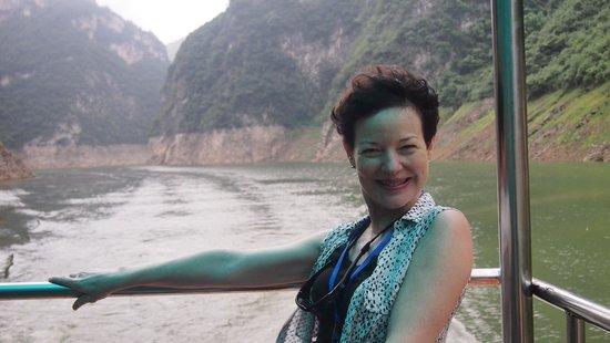 Shennong Stream : Motoring up Shennong