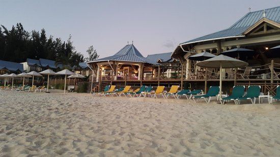 Pearle Beach Resort & Spa : View of the property from its beach