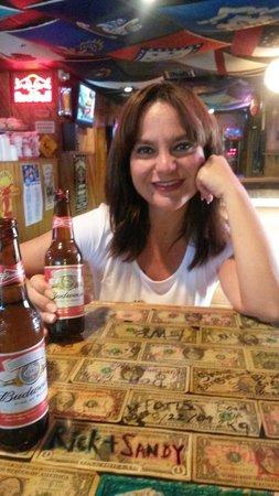 Silver Dollar Bar and Grill: Due birre in buona compagnia