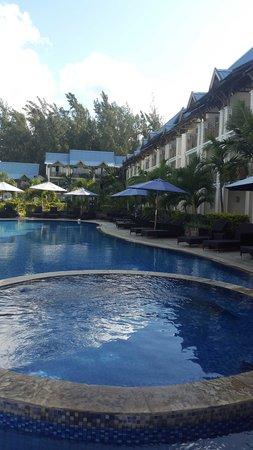 Pearle Beach Resort & Spa : The pool