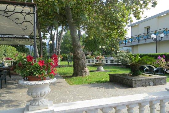 Hotel Restaurant Lido : il giardino