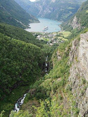 Geiranger Fjord : Geiranger vu de la route du Dalsnibba