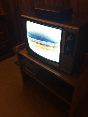Countryside Inn : tv - no remote, very old, picture terrible