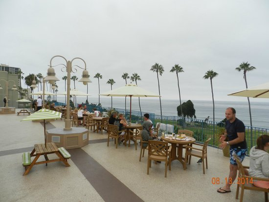 La Jolla Cove Hotel & Suites: Roof top deck and breakfast