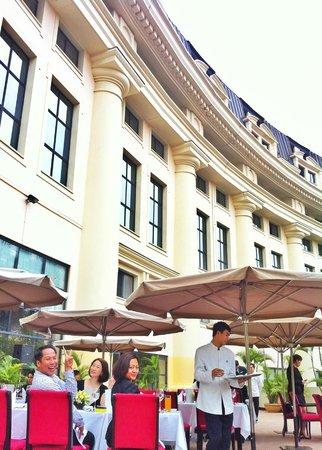 Hilton Hanoi Opera: Lunch break on the terrace