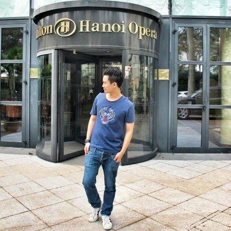 Hilton Hanoi Opera: Hotel entrance