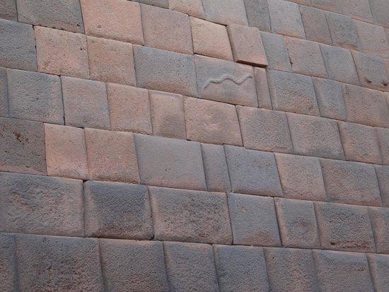 Callejón de Loreto: Callejon de Loreto 蛇石
