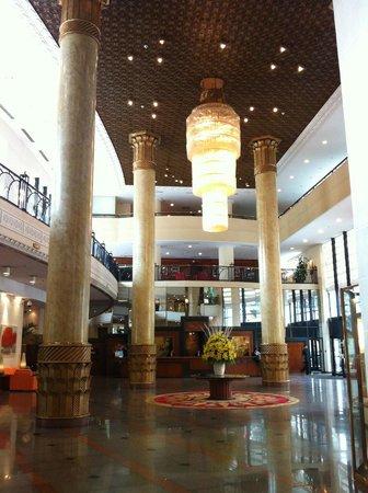 Hilton Hanoi Opera: Hotel Lobby