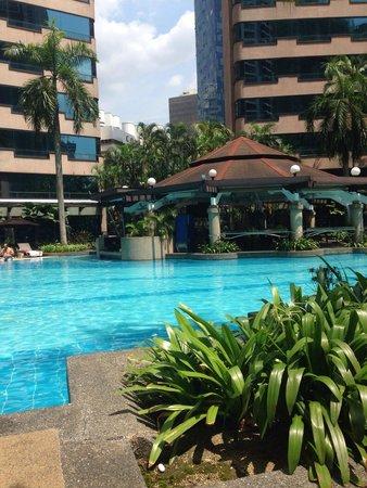 Renaissance Kuala Lumpur Hotel: The pool