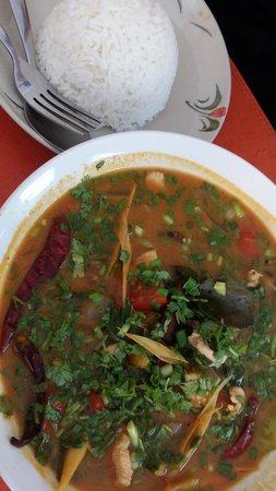 Ibis Vientiane Nam Phu Hotel: Tom Yam soup - Coco Cafe