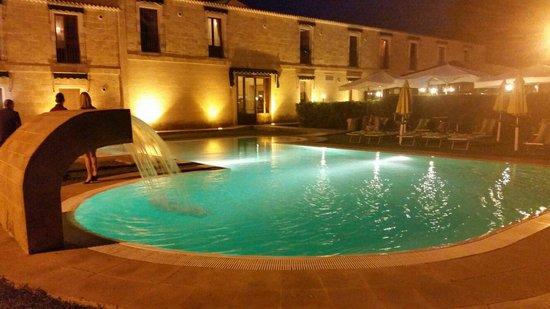 Il Podere Hotel: Piscina di notte