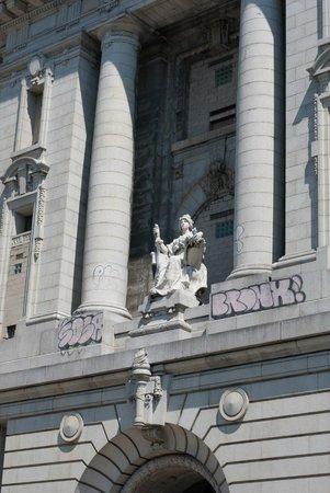 Bike the Big Apple: Court House