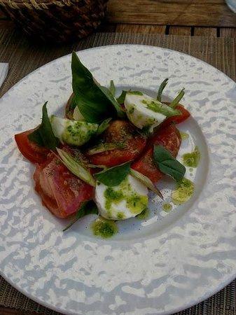 Le Nome : Entrée : Tomates mozza