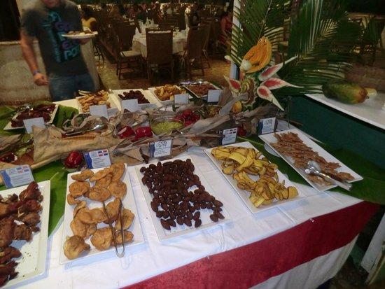 Sirenis Punta Cana Resort Casino & Aquagames: buffet trés varié