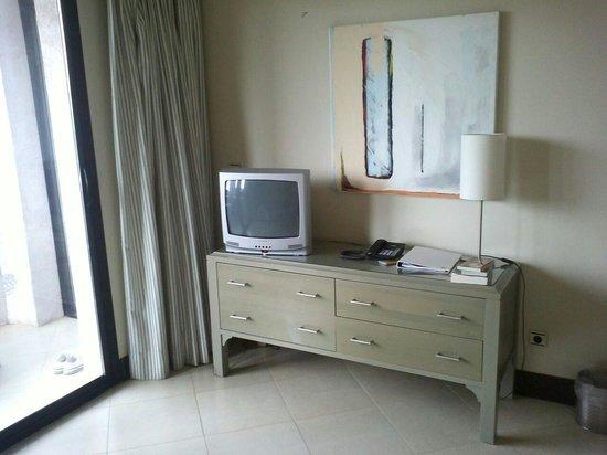 Precise Resort El Rompido - The Apartments : Le salon avec tele d un autre age.