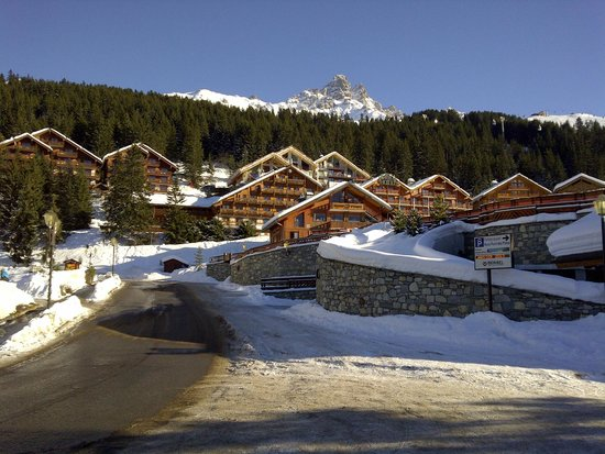 Le Grand Chalet Des Pistes: 1 min walk from hotel