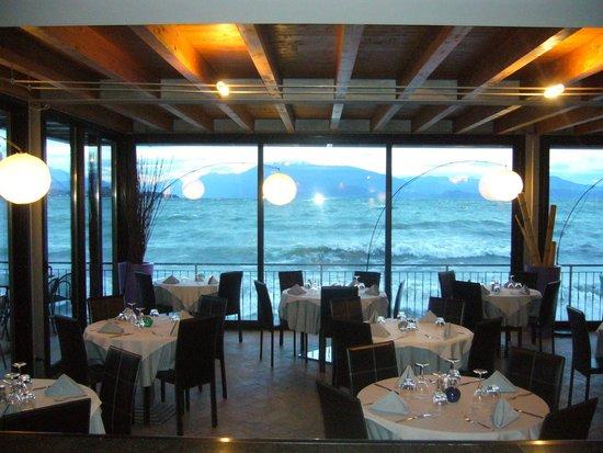Padenghe sul Garda, Italien: ristorante direttamente a lago ,apertura invernale fine settimana