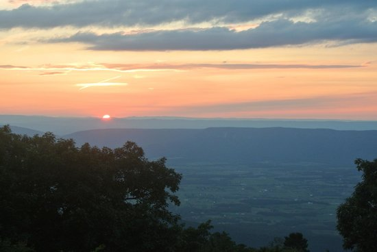 Skyland: Sunset near the resort