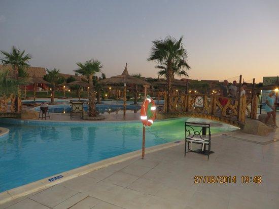 Jungle Aqua Park : piscine generale imense
