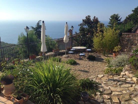 Altoblu Bed & Breakfast: Der liebevolle Garten...