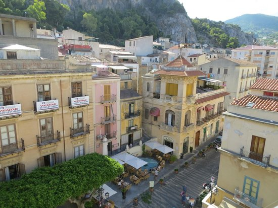 Scirocco : Great view from the room to the Garibaldi Square!