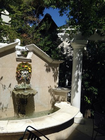 The Bergson : Fountain at Entrance