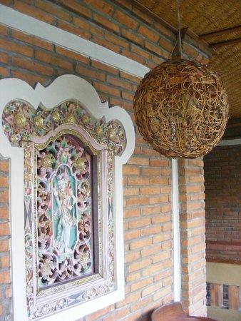 Lumbung Sari Cottages: Stile balinese per porte e finestre