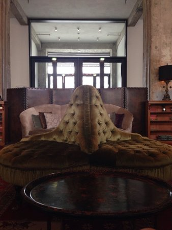 Soho House Berlin: Foyer, comfy