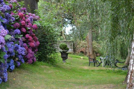 Pluduno, France: Garden