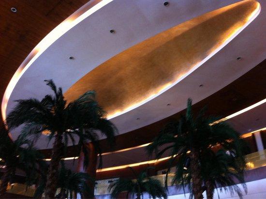 Guangxi Wharton International Hotel: Lobby ceiling