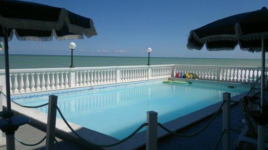 Hotel Il Brigantino : Piscina in terrazza