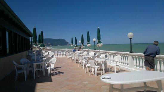 Hotel Il Brigantino : Terrazza sul mare