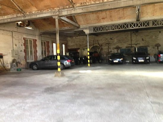 Hotel Castel Jeanson : Garage, free for guests, stores some old-timers
