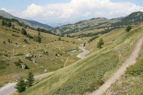 Les Villages Clubs du Soleil Vars : randonnée en haut du refuge Napoléon, vue de derrière le vallon